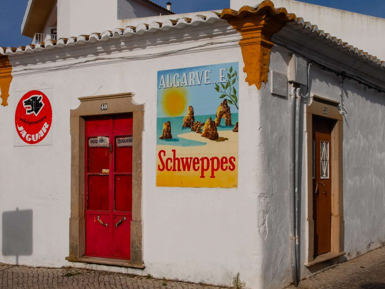 Algarve e Schweppes Sign